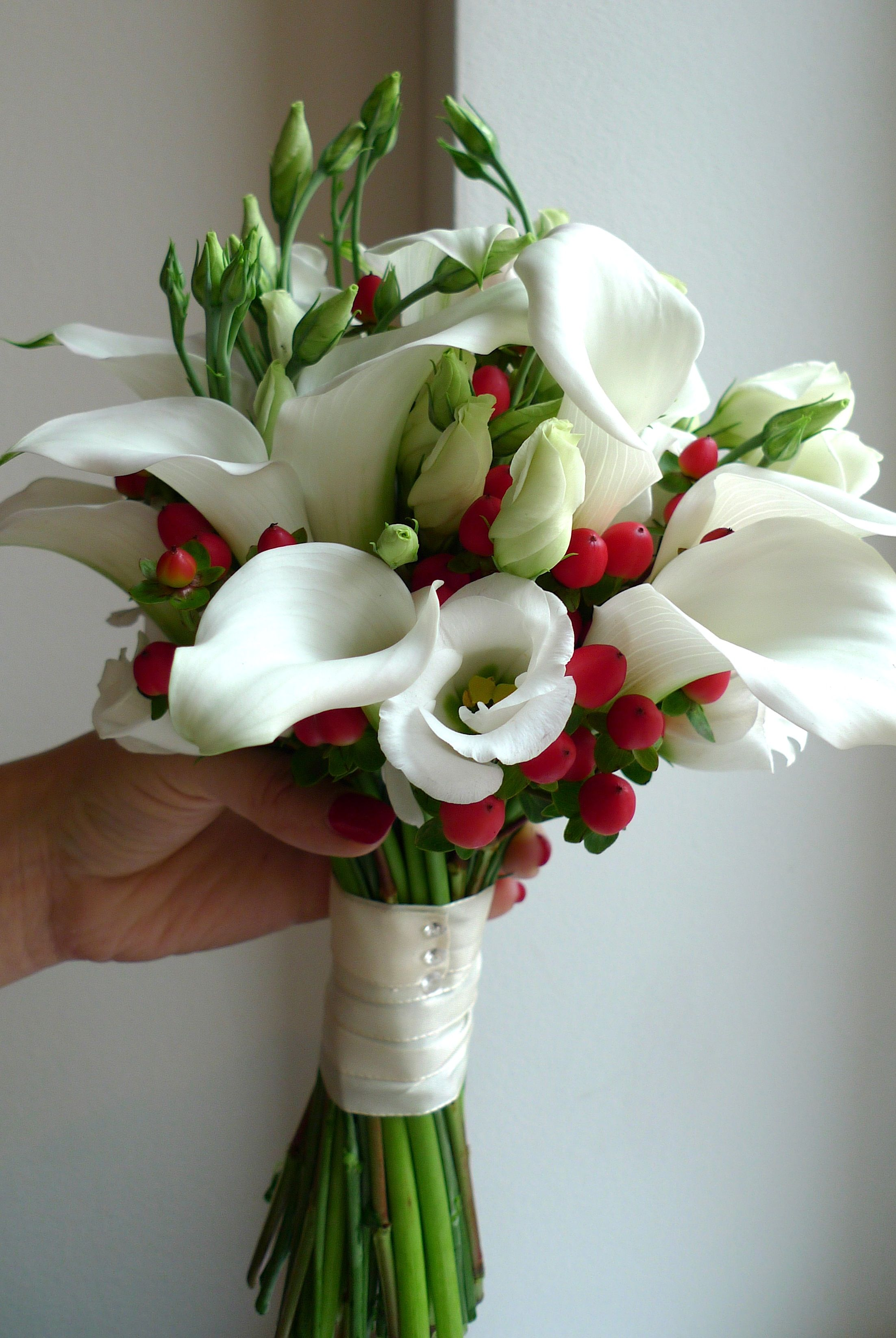 wedding flowers from white sludges, red hypericum and