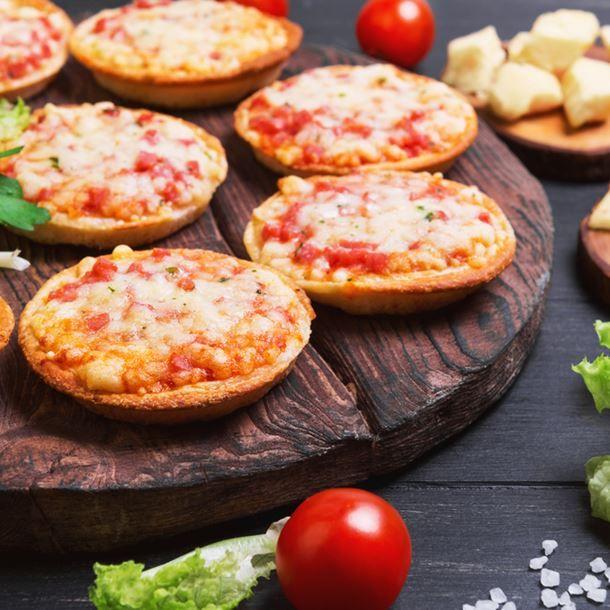 Mini Pizzas Au Jambon Blanc Et Gruyère Râpé