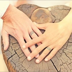 Love the hands on the wooden log.