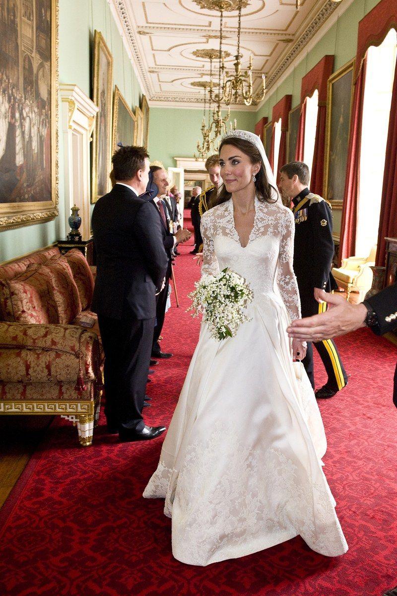 Die Hochzeitskleider Der Stars Herzogin Kate Hochzeit Kleider Hochzeit Beruhmte Hochzeitskleider