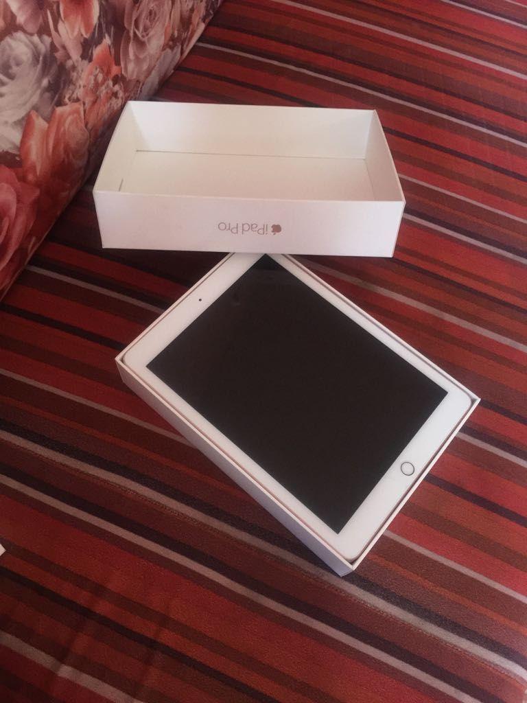 معلومات عن الاإعلان آيباد 7 ابل مع ضمان وكيل من شركة ابل Gb 32 مع جميع ملحقاته التواصل رقم 94272120 Electronic Products Tablet Charger