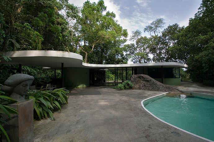 openhouse-barcelona-shop-gallery-architecture-oscar-niemeyer-casa-das-canoas-rio-de-janeiro-3.png (690×458)