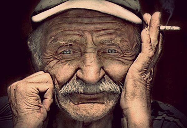 Le polemiche sulle cosiddette pensioni d'oro, ossia quelle che fanno percepire oltre 3mila euro al mese,http://tuttacronaca.wordpress.com/2013/11/12/quelle-pensioni-doro-che-valgono-quasi-quanto-tutte-quelle-povere/