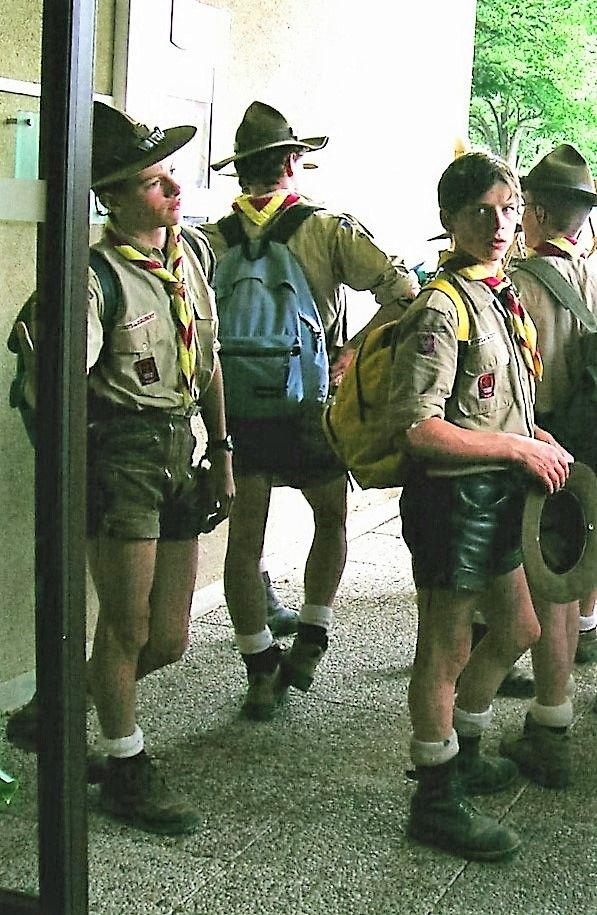 German Scout bumst junge Arschleckerin in Bauruine