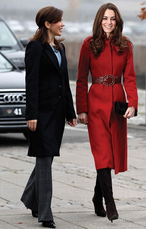 Catherine, Duchess of Cambridge (R) and Crown Princess Mary of ...