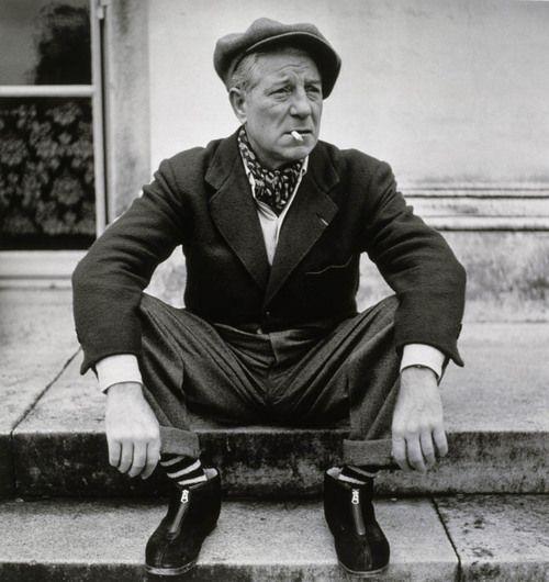 Jean Gabin sur le perron de sa maison, décembre 1949.