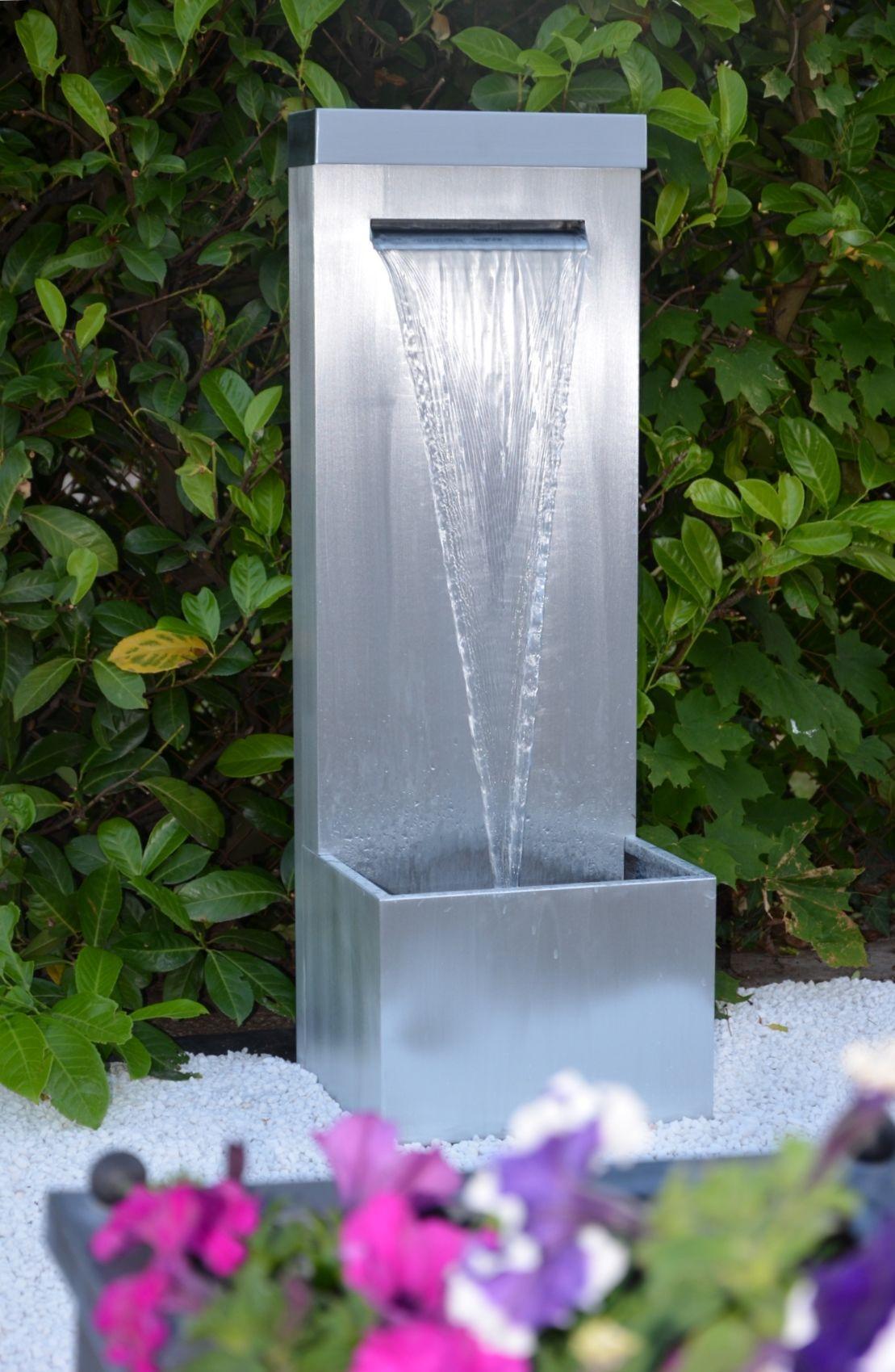 Fontaine de jardin en zinc, avec lame d\'eau. Artisan créateur de ...