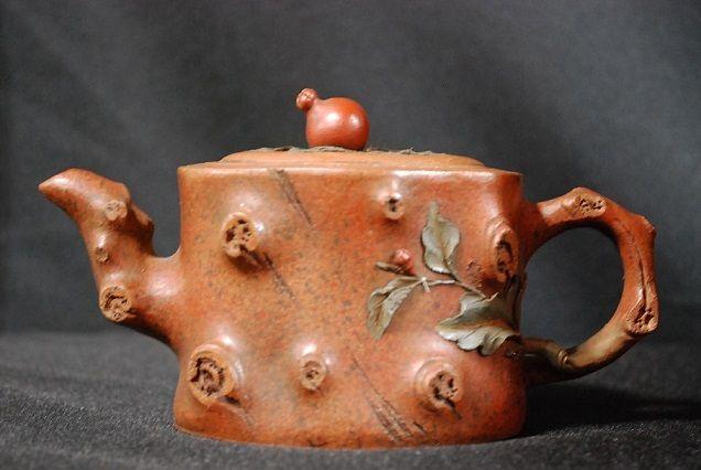 A Fine Zisha Teapot by Renowned Potter Jiang Rong  H: 9.5cm