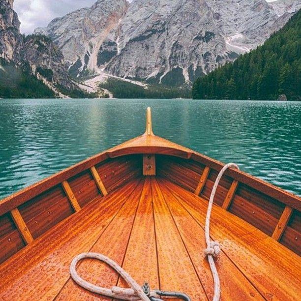 Barca di legno. Lago di Braies.