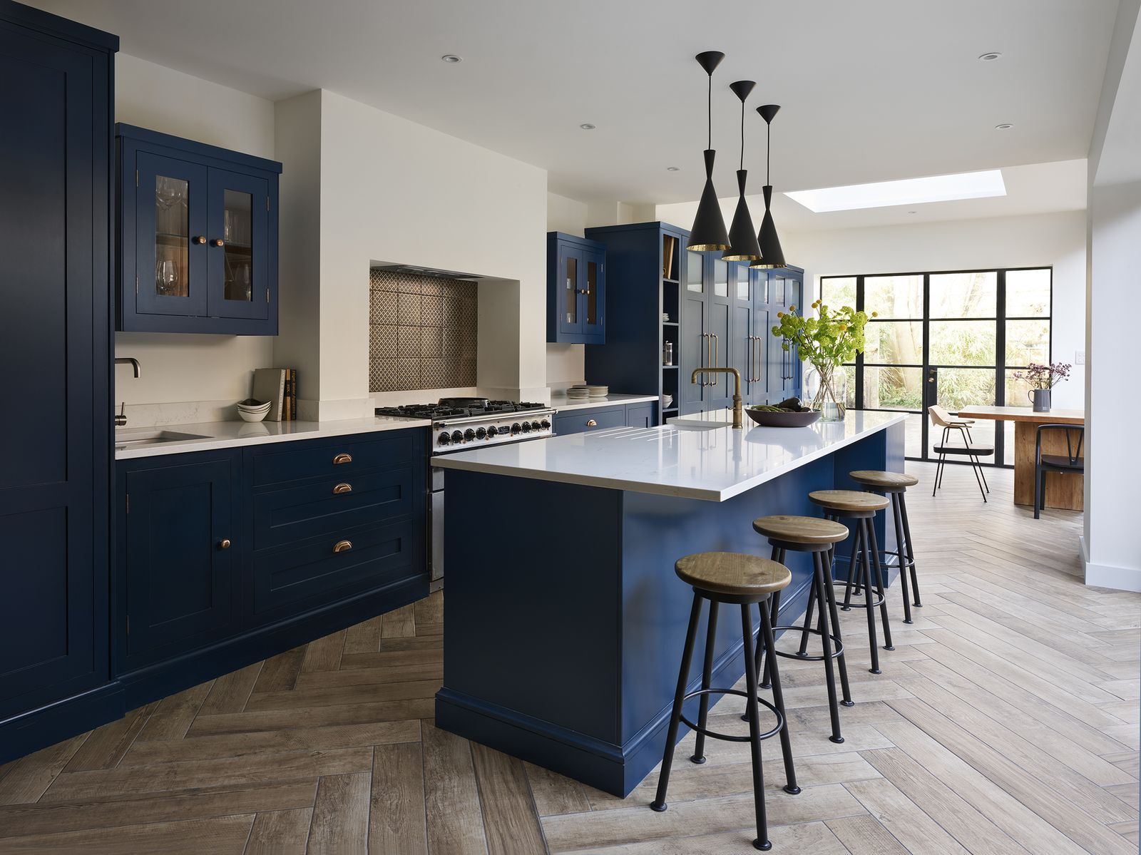 6 things to consider for a kitchen breakfast bar