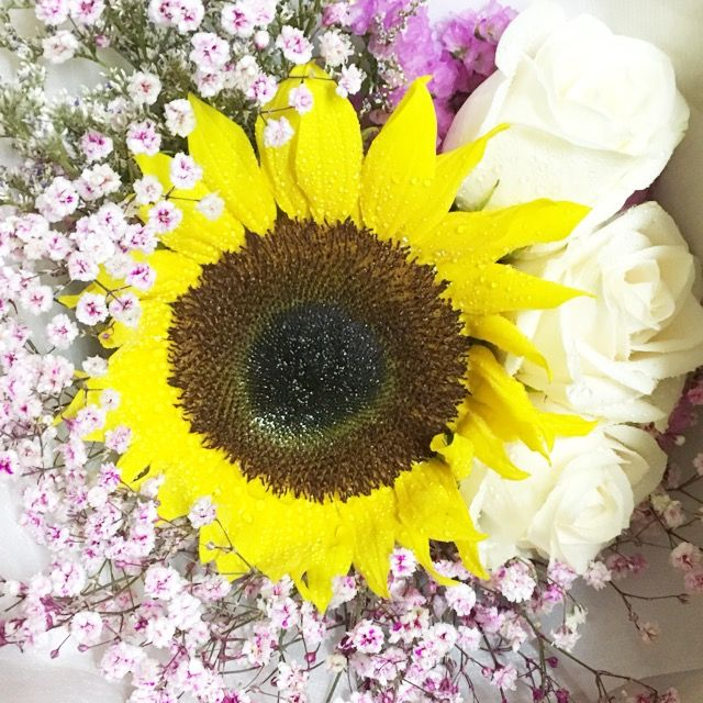 Find us on Carousell - Huamama | Fresh flower bouquet | Pinterest ...