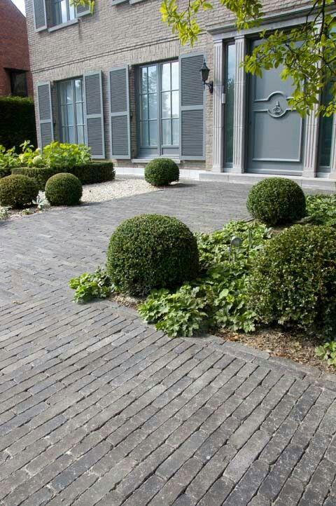 allee de briques small city garden garden landscaping garden paths walkway terrace