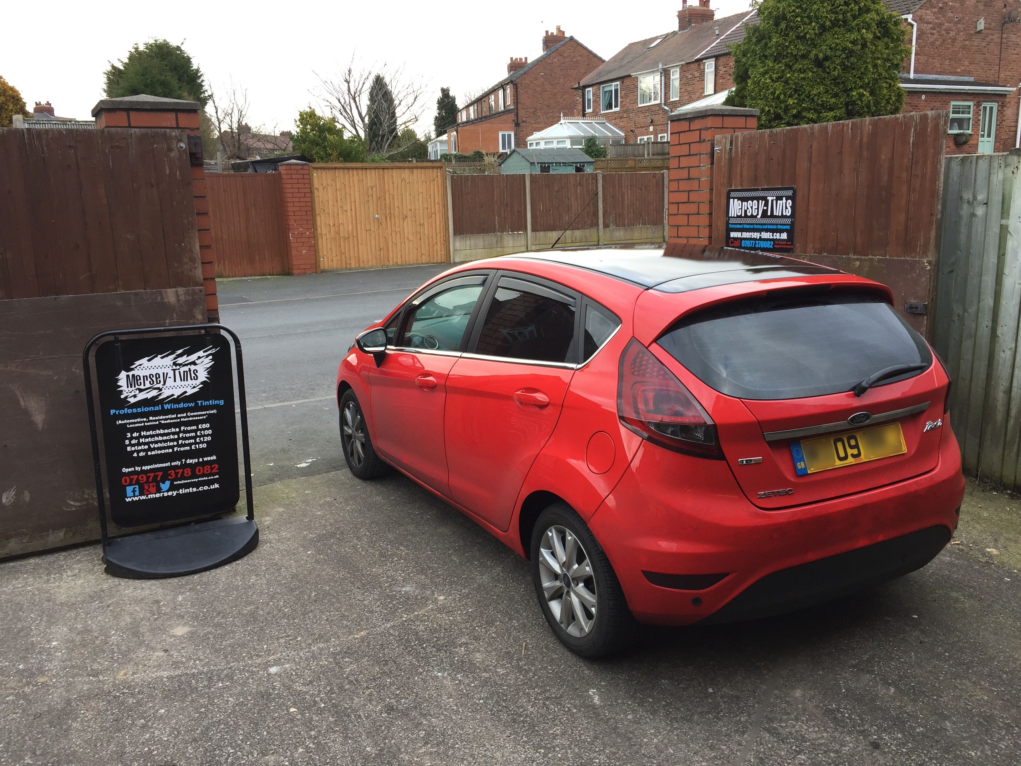 2009 Ford Fiesta back in today for black gloss roof wrap and rear