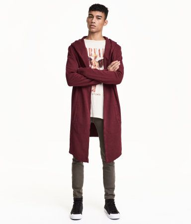 Burgundy. Cardigan in sweatshirt fabric with a hood. Side pockets, raw edges, and no buttons.