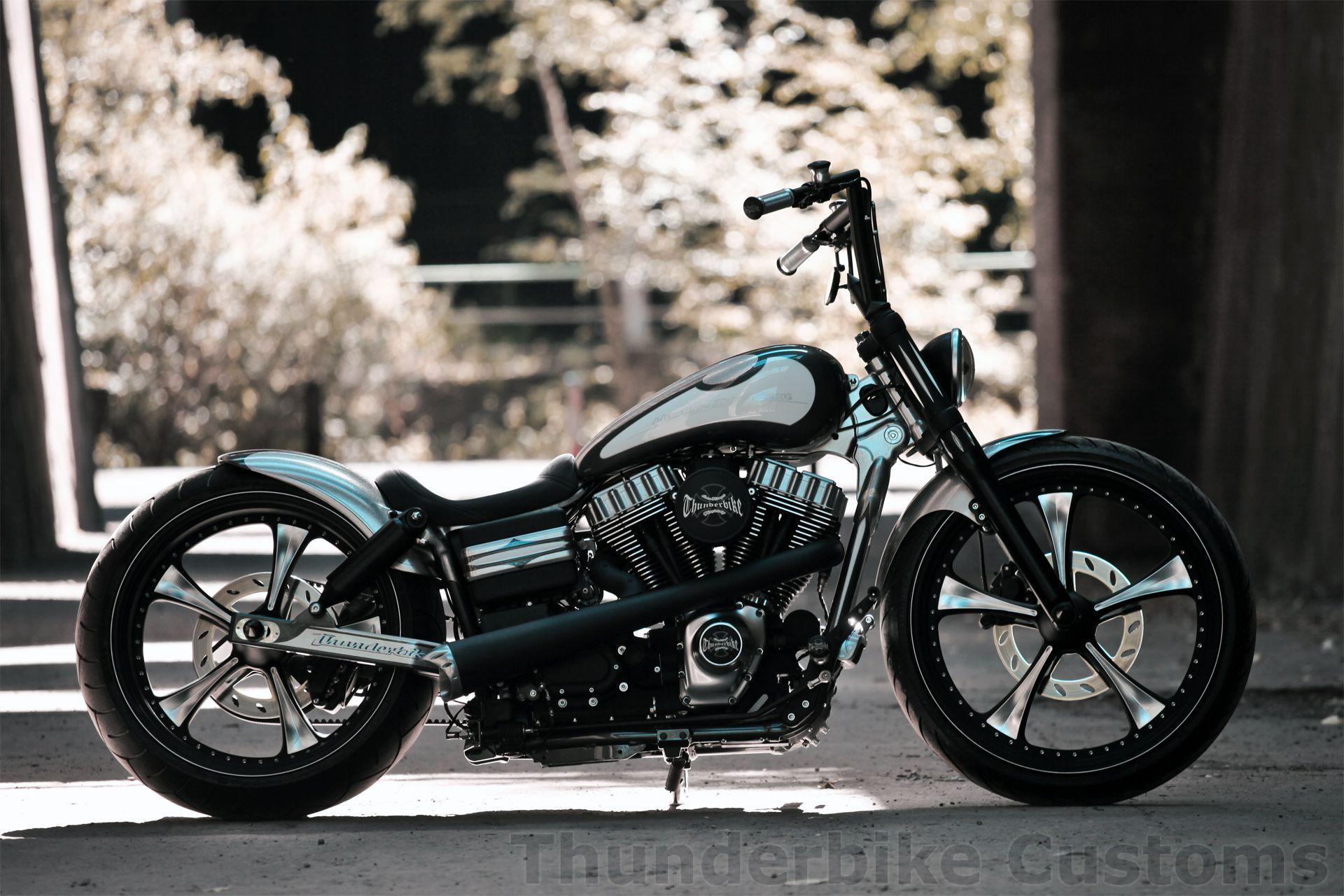 Customized Harley-Davidson Street Bob by #Thunderbike