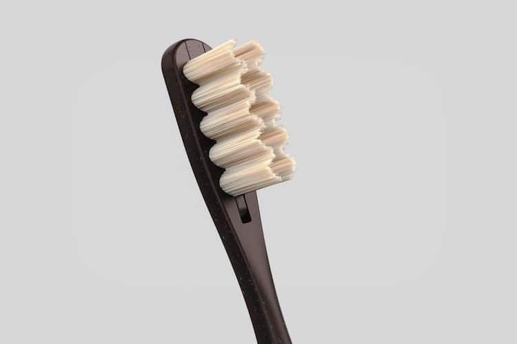 Este Cepillo De Dientes De Bambu Evita Los Desechos Plasticos Gracias A Sus Cerdas De Repuesto Creative Design Brushing Teeth Bamboo