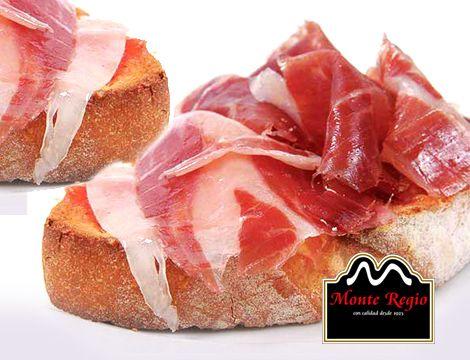 ¡Buenos días! ¿Empezamos juntos el mes de junio? Tostadas con tomate natural triturado y jamón ibérico #MonteRegio 