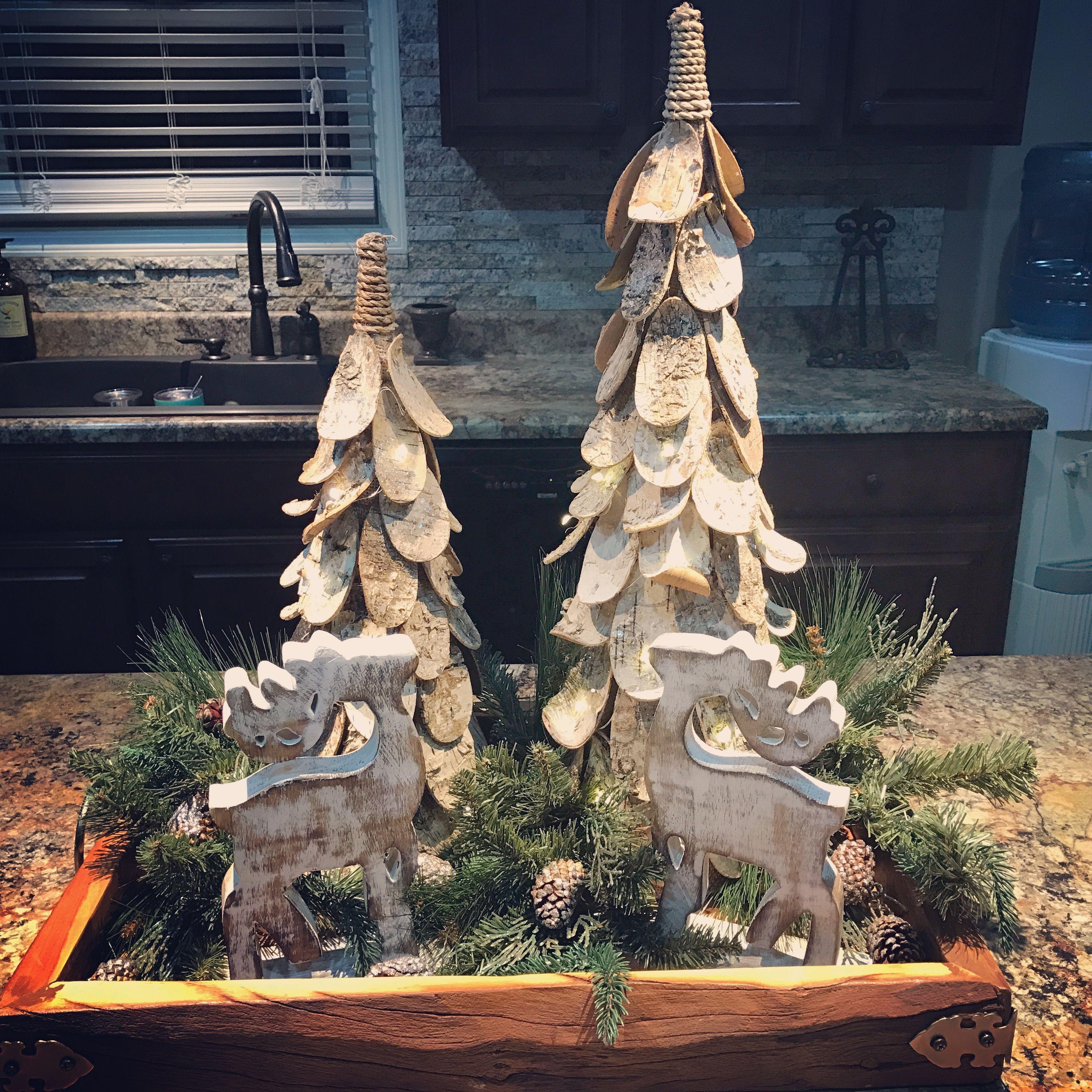 Island Christmas Theme.Christmas Woodland Theme Kitchen Island Centerpiece Items