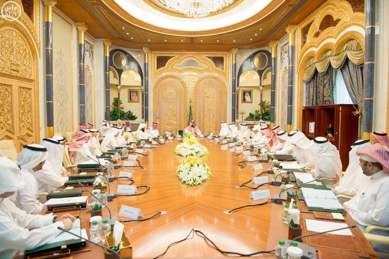 برئاسة ولي ولي العهد الشؤون الاقتصادية يناقش عددا من الموضوعات الت Table Decorations Decor Table Settings