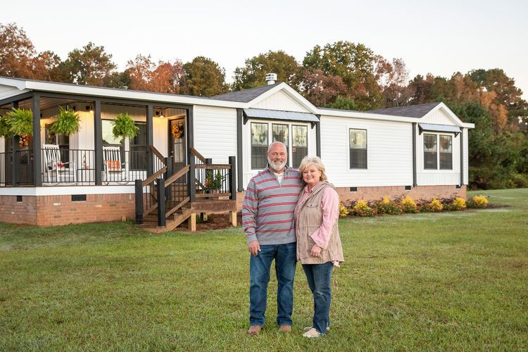 Want A Fixer Upper Farmhouse Style Home For 60k Here S How To Get It Farmhouse Style House Mobile Home Exteriors Fixer Upper Farmhouse