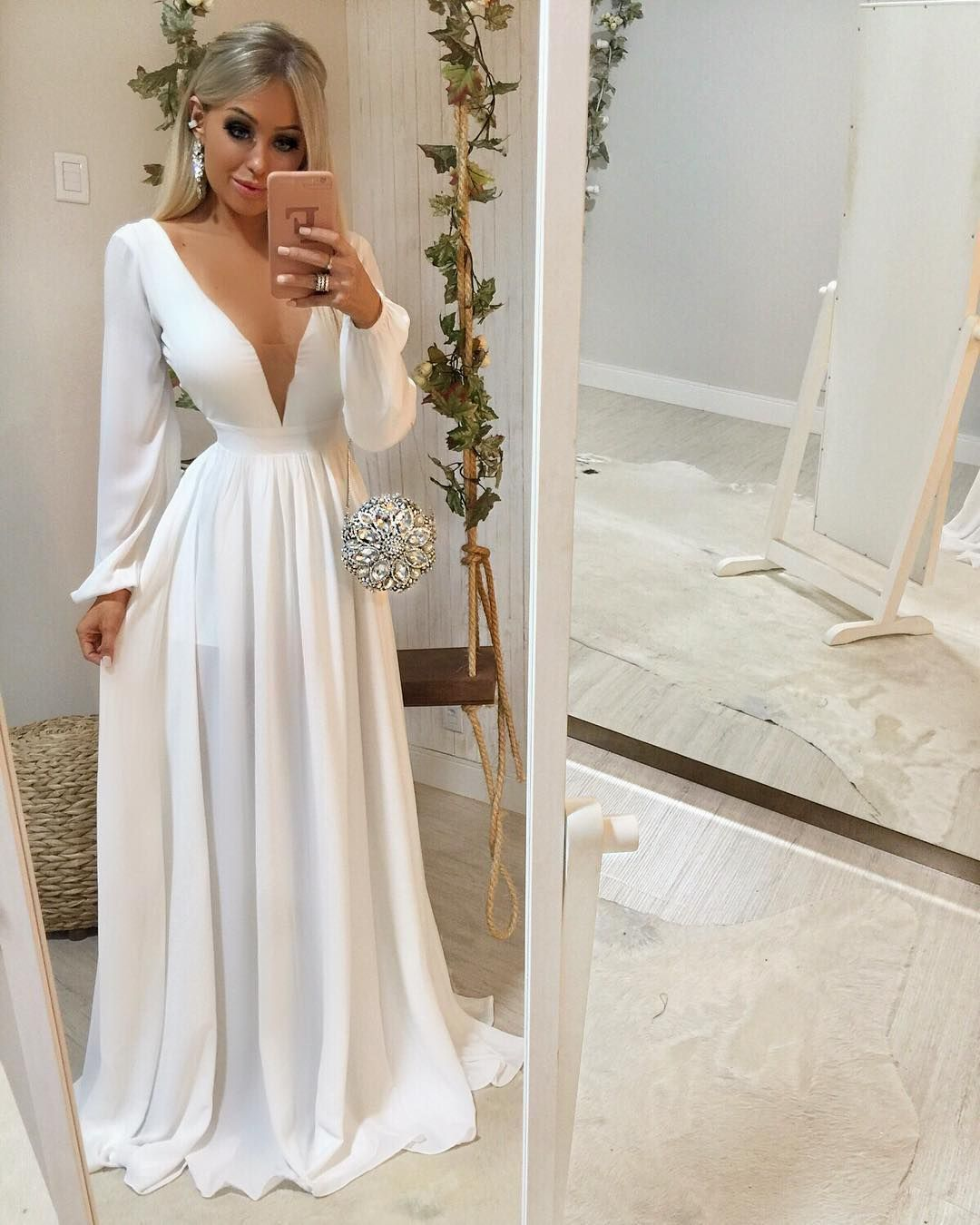 13214fbdb Eu sou APAIXONADA por esse modelo de vestido 😍😍😍 Manga longa e todo  fluido ✨✨ Elegante demais!! 😱 Esse branco está simplesmente INCRÍVEL 🌟…