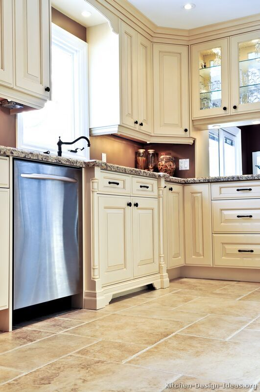 Traditional Antique White Kitchen Cabinets 19 Kitchen Design Ideas Org Antique White Kitchen Kitchen Renovation Kitchen Remodel