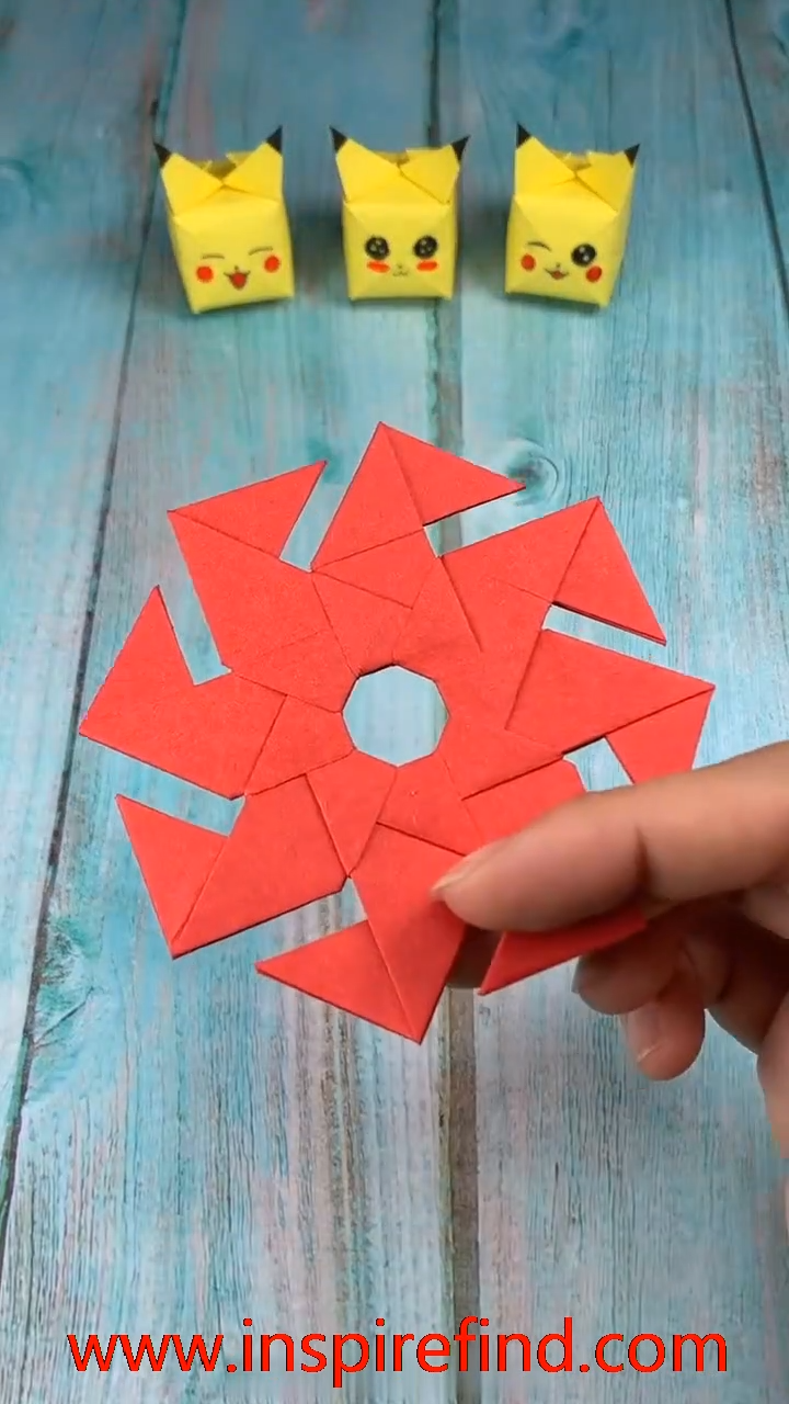 Diy Paper Frisbee Toy For Kids Video In 2020 Origami Crafts Paper Crafts Paper Crafts Origami