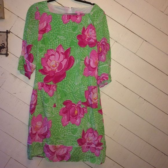 Lilly Pulitzer 3/4 sleeve dress In great condition, Lilly Pulitzer 3/4 sleeve dress. Great colors. Flowers and fish. Two pockets in the front. Lilly Pulitzer Dresses Midi