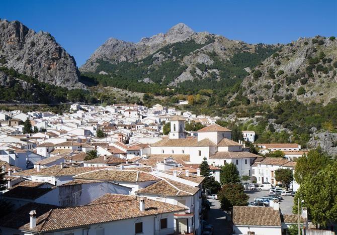 Grazalema, en lille bjergby i Cádiz-provinsen - der er lidt af en køretur derop, med de smukkeste udsigter du kan tænke dig!