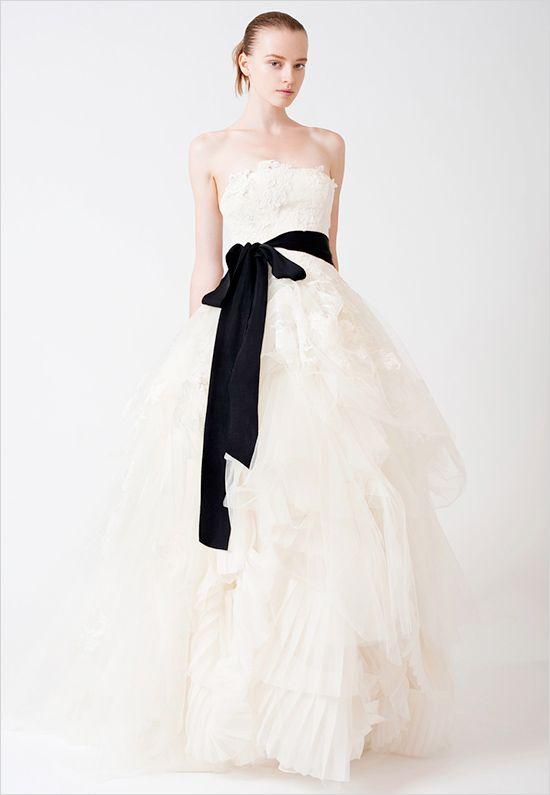 Elegant Vera Wang Wedding Gowns Weddingfavors org