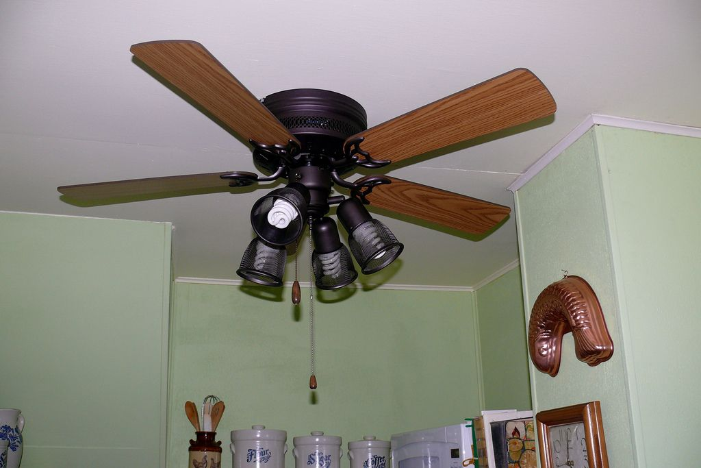 The Easy Way To Clean Your Ceiling Fan To Easily Clean A Ceiling Fan Spray A Mixture Of Half Vinegar And Half Water On The Inside Of Cleaning Ceiling Fans Cleaning