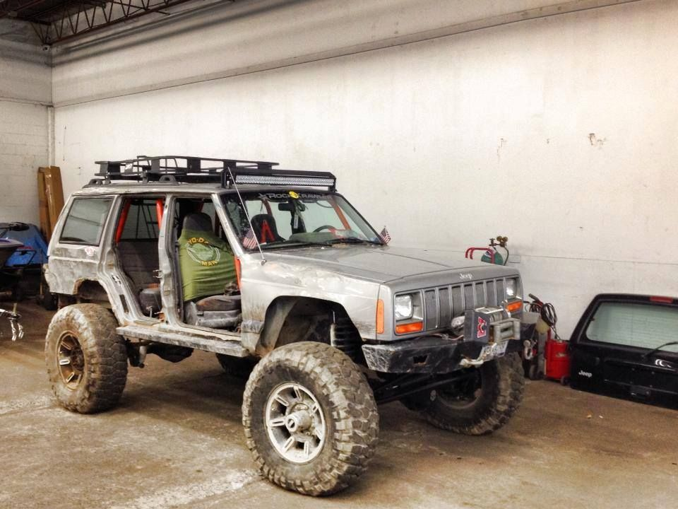 Xj Nice Build When Gas Prices Go Down To 1 A Gallon Again I May Get One Offroad Jeep Jeep Suv Jeep Truck