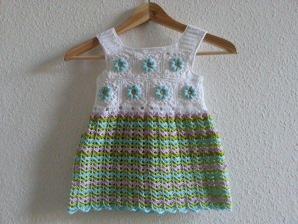 Mila ist durch Ihr Muster sehr luftig und besonders angenehmt zu tragen im Sommer. Ihr Muster bietet verschiedene Möglichkeiten Farben einzusetzten. So kann Mila knallig bunt oder ganz schlicht in uni daher kommen. Die Länge und Form kannst du sehr leic