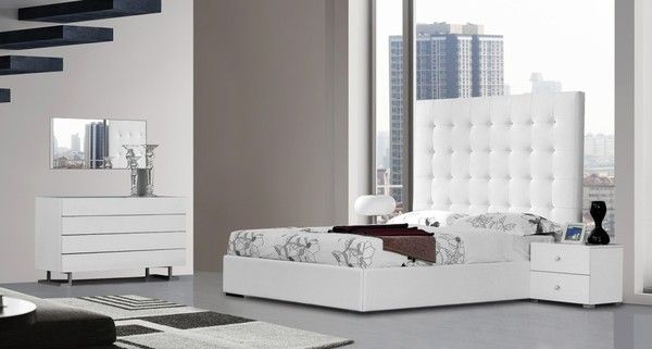 Bedroom Set With White King Size Bed Nightstands Dresser Mirror