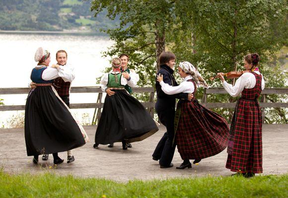 Folk Dance   Photo Laila Duran
