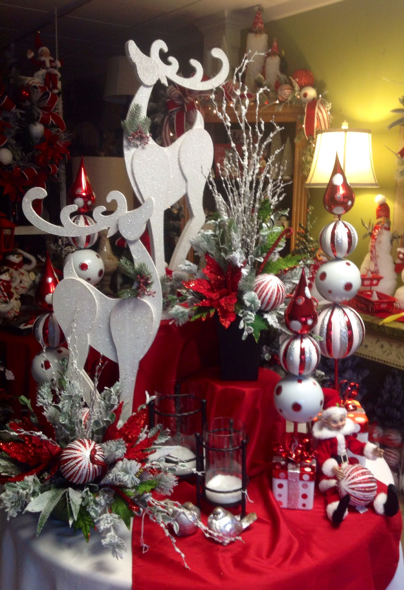 White christmas decorations - Red And White Christmas Deers