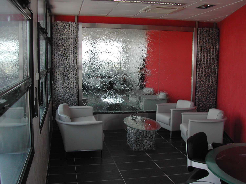 mur d 39 eau con u pour une salle d 39 attente salle d 39 attente. Black Bedroom Furniture Sets. Home Design Ideas