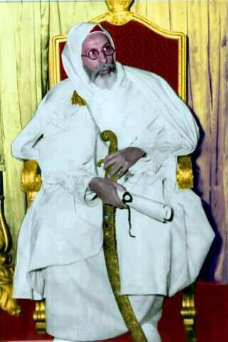 الملك وهو يحمل سيف السلطان سليمان القانونى Libya Libyan History