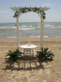 Beachside, so warm and breezy <3 I love the simplicity of this archway that they created.