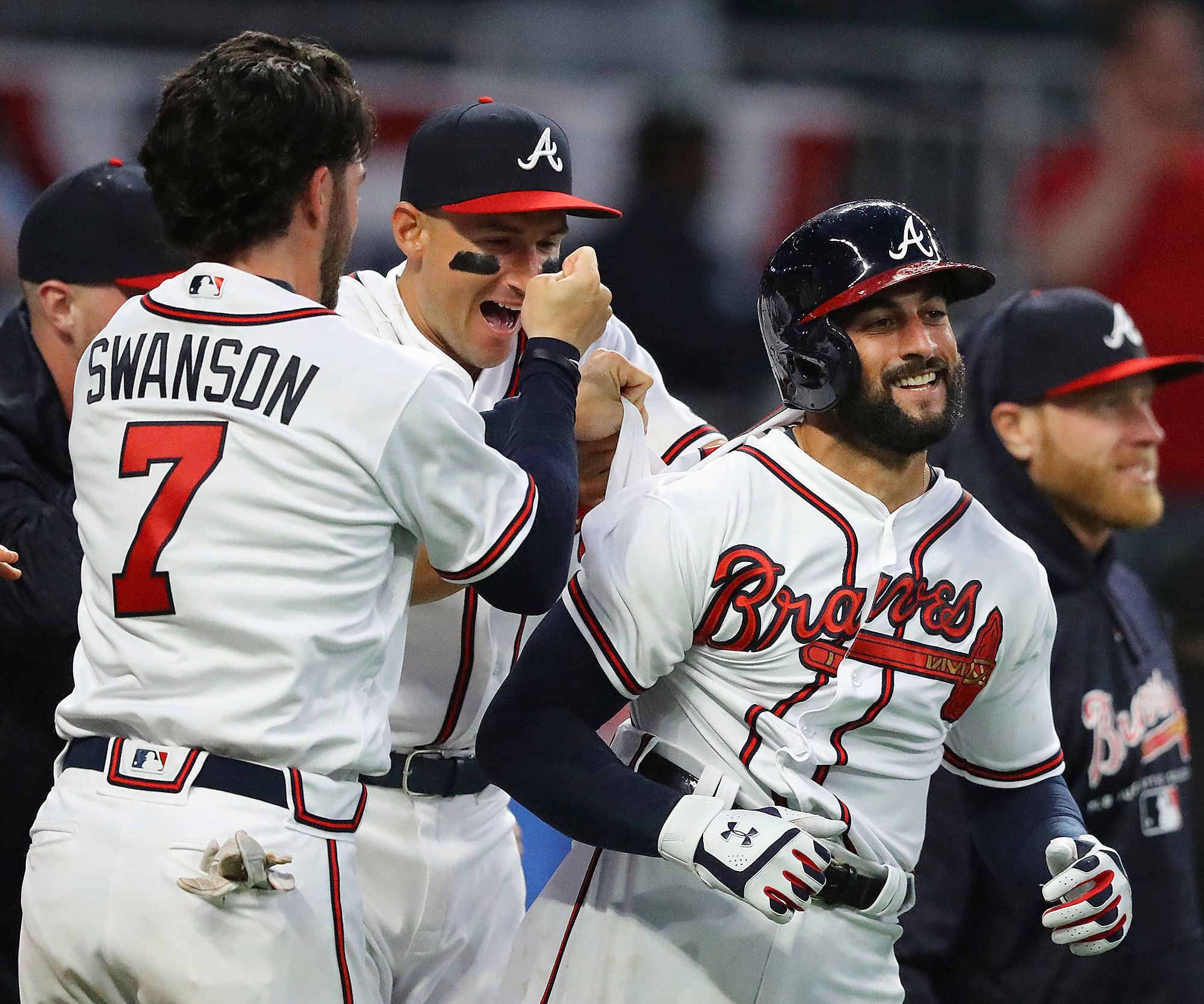 Atlanta Braves Nick Markakis Right Is Mobbed By Dansby Swanson And Other Teammates After Hitting A Walk Off Three Run Ho Atlanta Braves Nick Markakis Braves