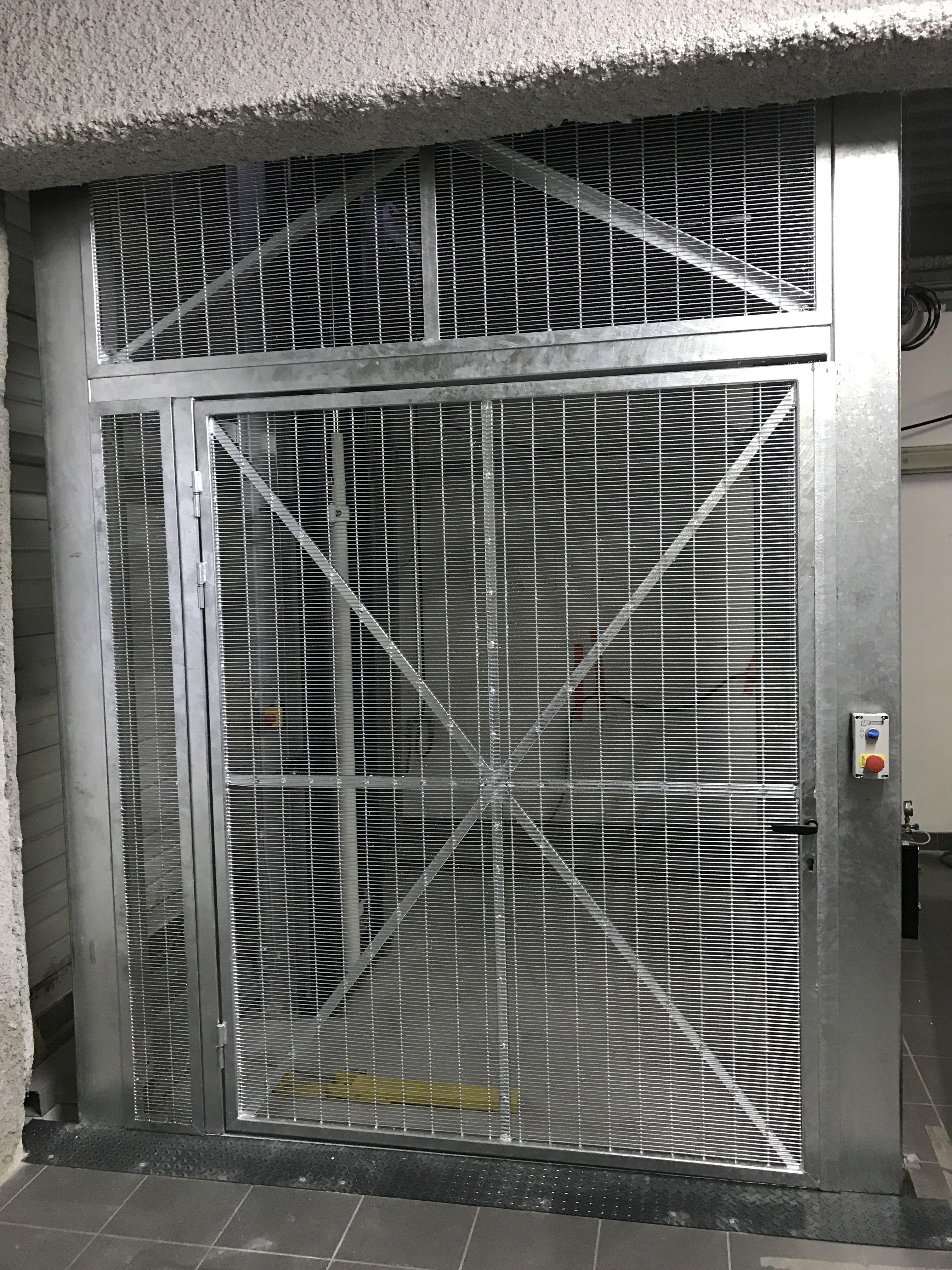 Ingenieux Systeme De Poulie Et Contre Poids Pour Cette Escalier Escamotable Escalier Escamotable Escalier Idees Escalier