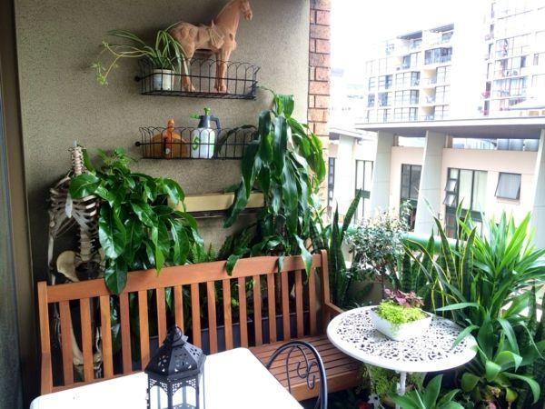 kleinen balkon gestalten laden sie den sommer zu sich ein kleinen balkon gestalten balkon. Black Bedroom Furniture Sets. Home Design Ideas