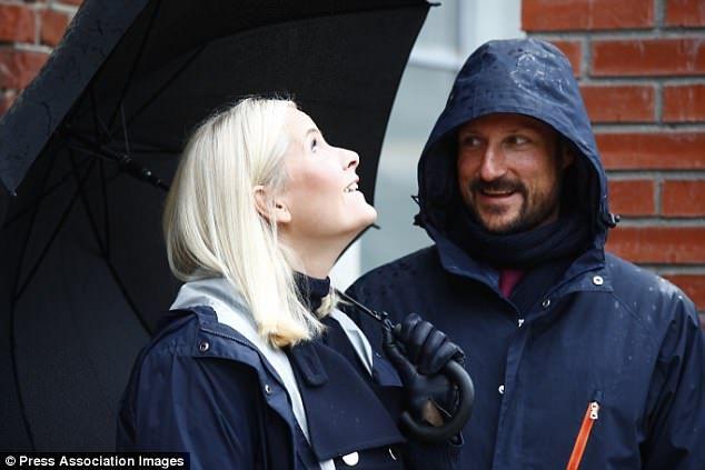 Norwegian royals get caught in a downpour in Telemark #largeumbrella