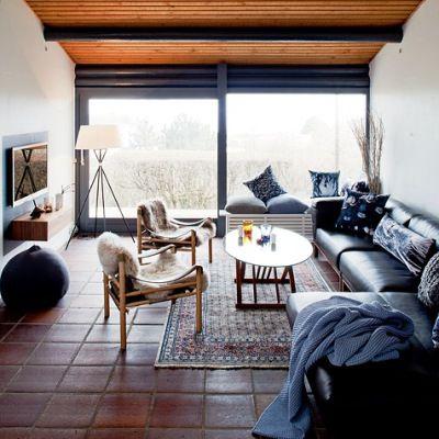 Gamle møbler måtte kastes ut av den overfylte peisestuen før rommet kom til sin rett.
