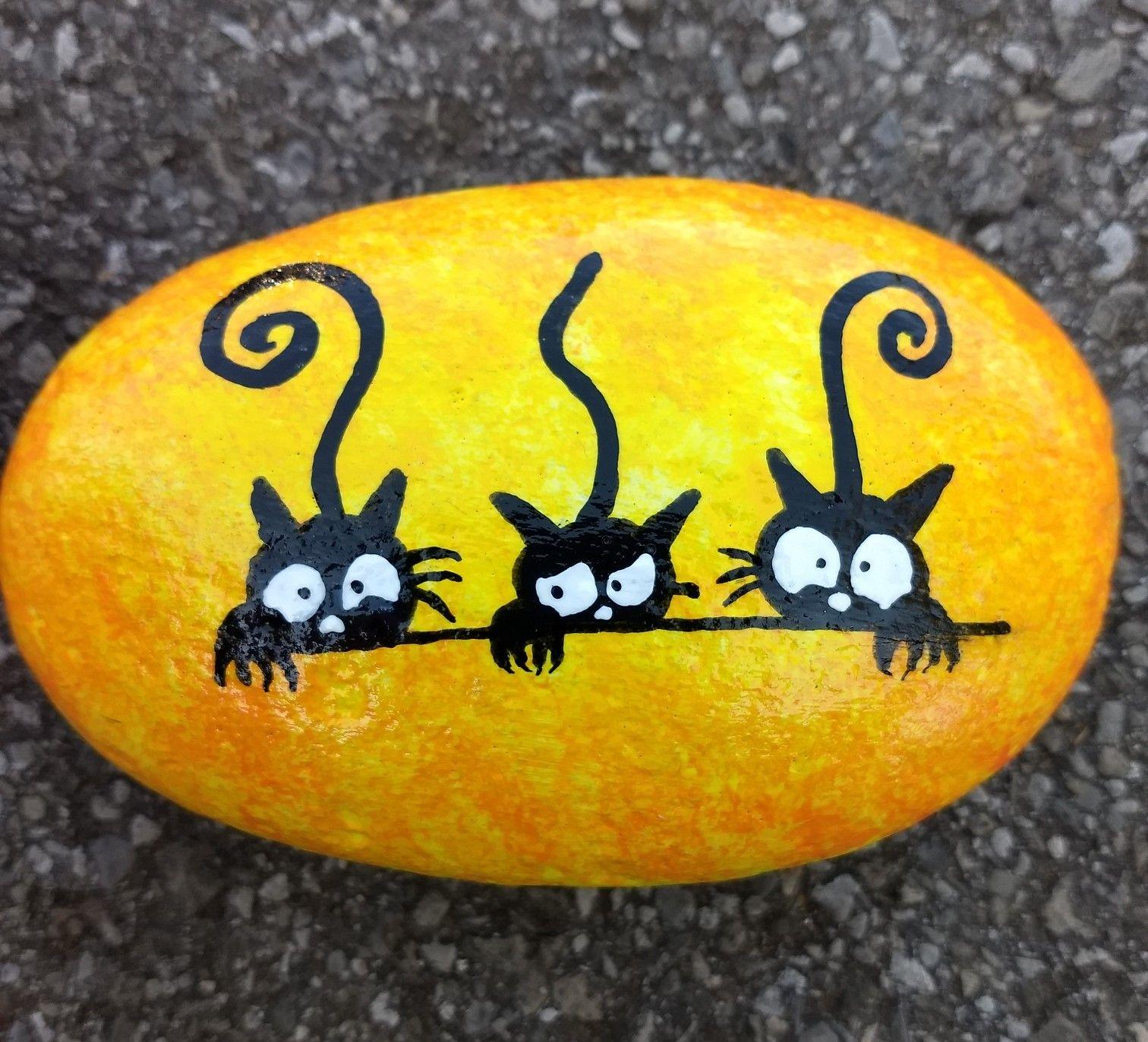 Black cats simple Halloween painted Rock #bemaltekieselsteine