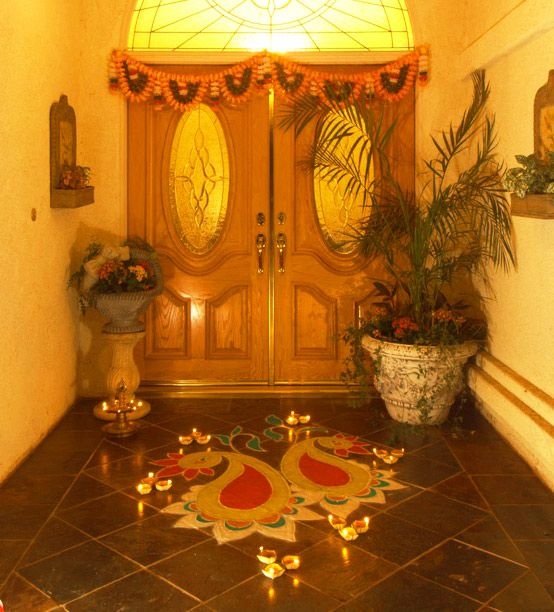 Decorating Home For Diwali: Simple Rangoli Design At The Entry Gate