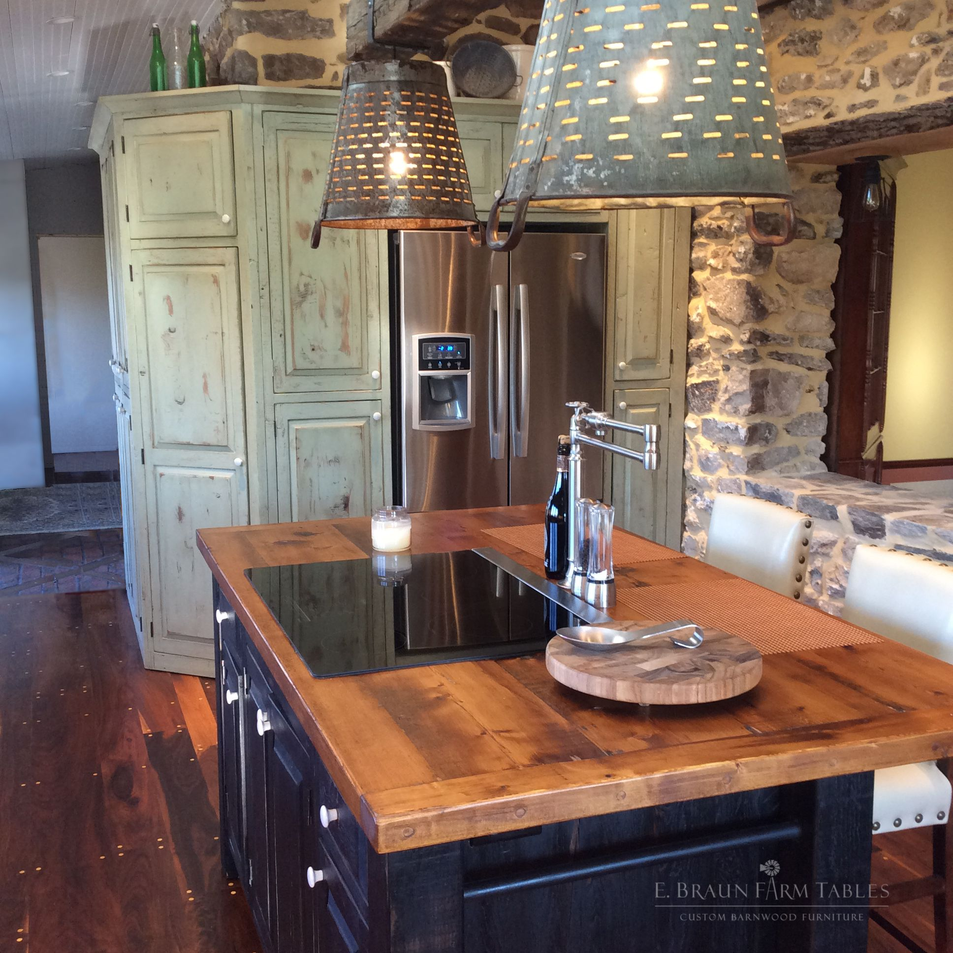 Reclaimed Barn Wood From Dismantled Barns And Farm Structures Dating From The 1800 S To Early 1900 S Is The Perfect Fit Custom Kitchens Kitchen S Farm Table