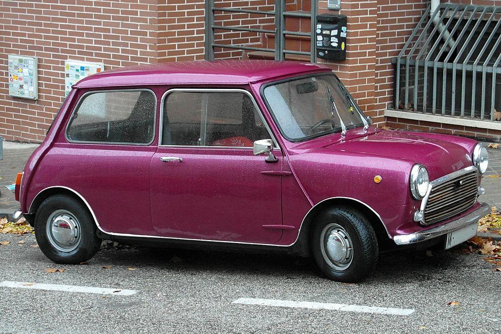 Mini 1000E (1968) - Variante del Mini Mk2 (1967) construida en España cor la compañía Authi (Automóviles de Turismo Hispano Ingleses), con base en Pamplona, entre los años 1968 y 1975