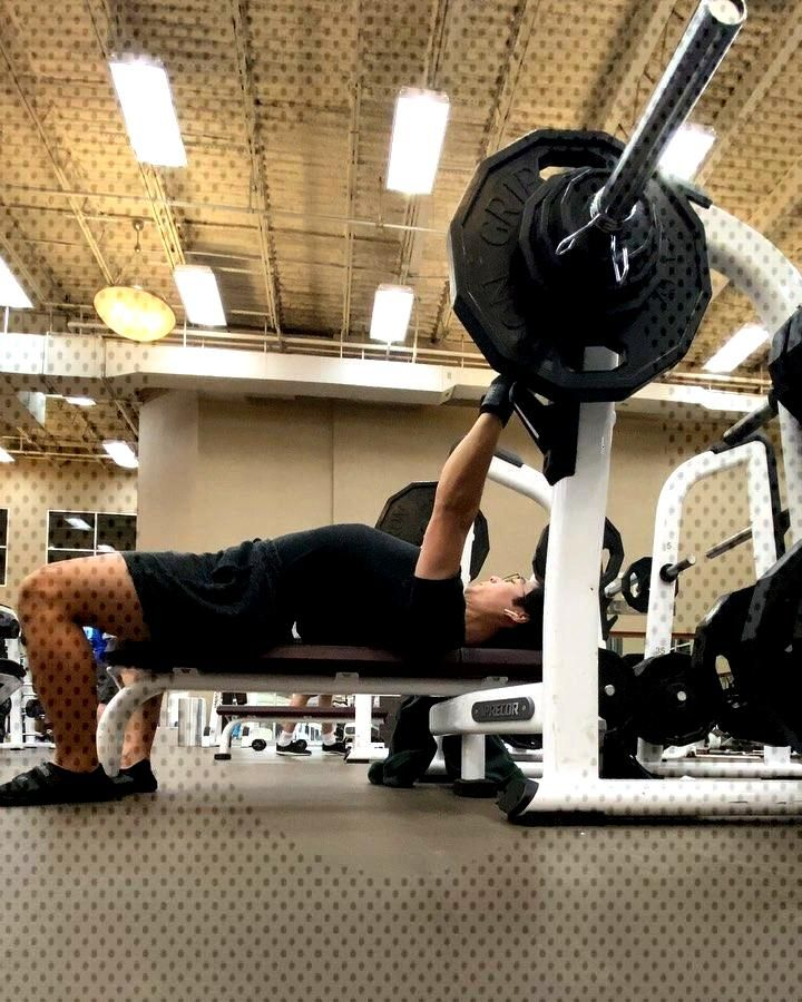 170 4x5 i tried diff foot positions BENCH GAINS WILL COME PLS set 4,3,2 shown • • •