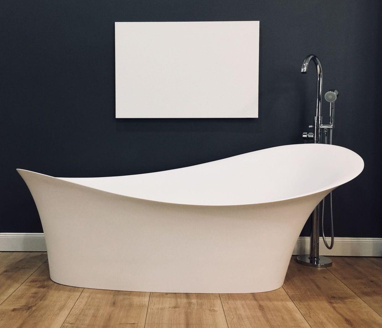 Diese Und Viele Weitere Artikel Finden Sie In Unserem Showroom In Berlin Https Www Classicandstone Com Archtecture Badewanne Wanne Freistehende Badewanne